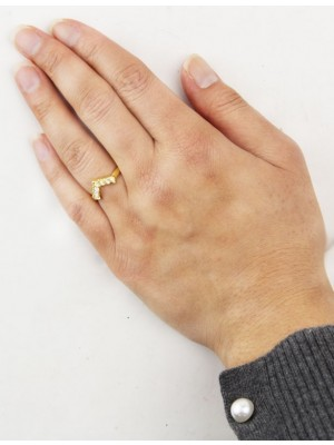 V shaped With Diamonds Design Ring - Gold